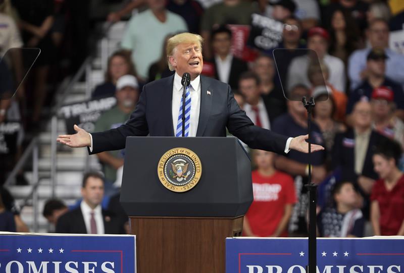 Trump en un mitin en Virginia Occidental.