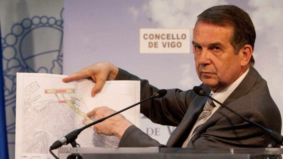 El alcalde de Vigo, Abel Caballero, durante la rueda de prensa celebrada hoy en el Ayuntamiento de la localidad.