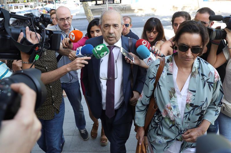 Enrique Álvarez Conde, director del organismo de la URJC que impartió el máster bajo sospecha, llegando este jueves a los juzgados de Madrid.
