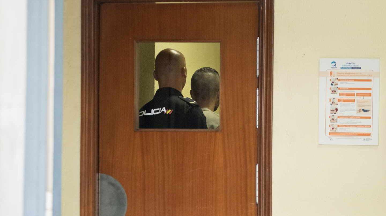 Llegada a los juzgados de Sevilla de Ángel Boza, el miembro de la manada que fue detenido por robar unas gafas.