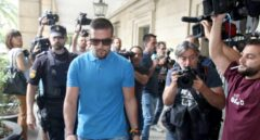 Detenido un integrante de 'La Manada' por robar unas gafas de sol y embestir a dos vigilantes