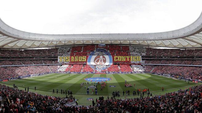 La afición del Atlético de Madrid durante la disputa de un partido de Liga en el Wanda Metropolitano.