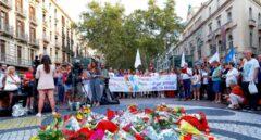 Imagen del homenaje en Las Ramblas en el primer aniversario de los atentados.