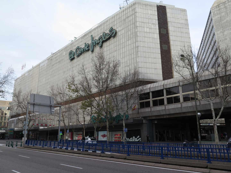 El Corte Inglés vende dos centros comerciales en Madrid y Bilbao.
