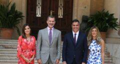 Doña Letizia, el Rey Felipe, Pedro Sánchez y su esposa.