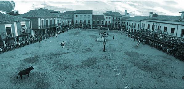 Plaza Mayor de Villalpando durante las fiestas de San Roque.