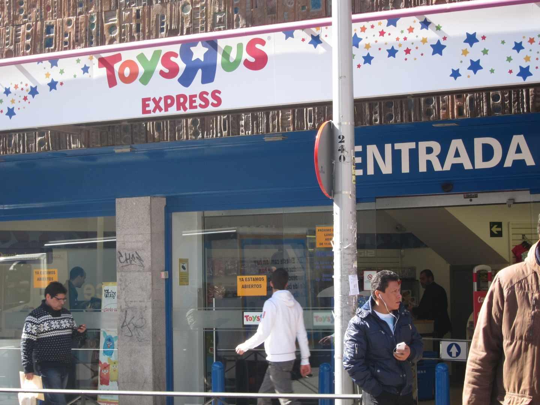 Fachada de una de los establecimientos de Toys R Us.