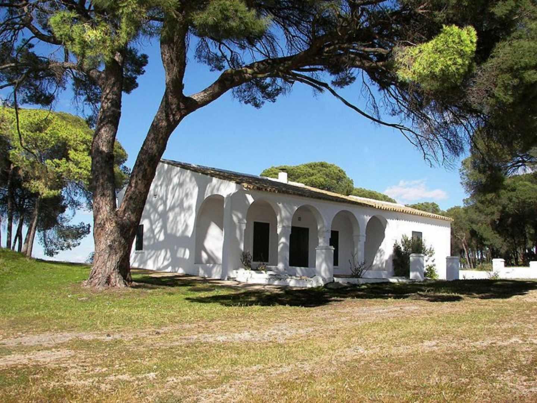 Imagen de la casa de Fuentepiña con la que los propietarios anuncian su venta.