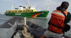 Foto denuncia de Greenpeace contra balsas tóxicas en Huelva