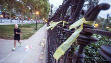 """La mujer agredida en Barcelona por retirar lazos denuncia a su atacante por lesiones con """"motivación ideológica"""""""