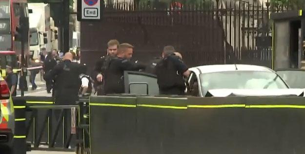La policía de Londres trabaja en la zona del siniestro.