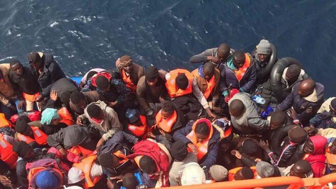 Inmigrantes llegando en patera a España