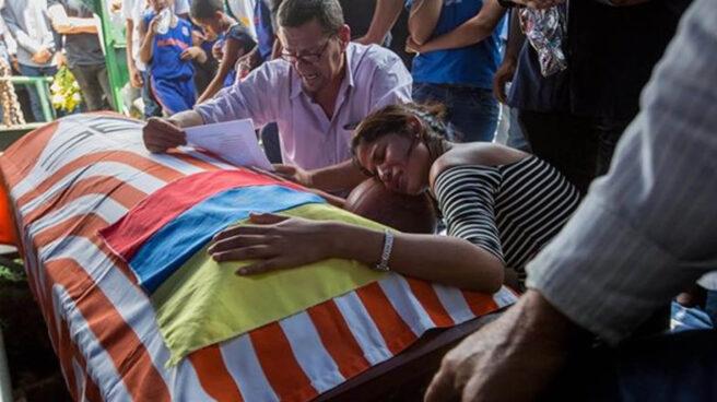 Entierro de Juan Pablo Pernalete en el cementerio del Este, en Caracas.