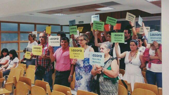 Vecinos afectados por la subida abusiva de los alquileres protestan en el último Pleno de San Sebastián de los Reyes.