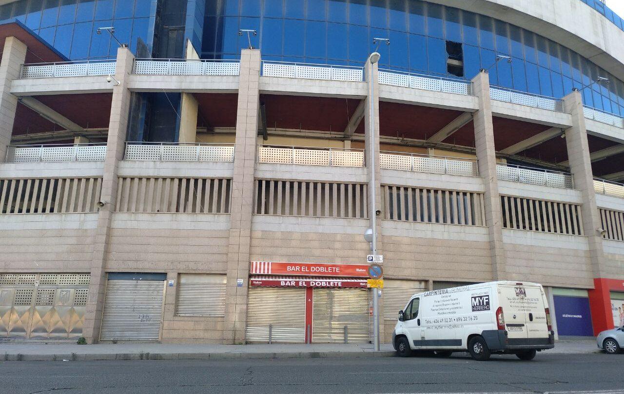 El Doblete, pegado al viejo estadio del Vicente Calderón, ha tenido obviamente que echar el cierre.
