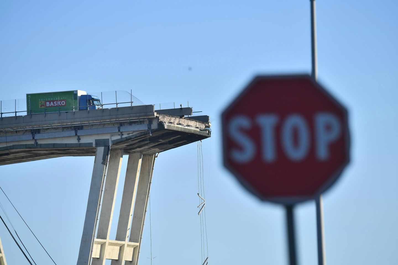 El puente Morandi de Génova, después del derrumbe de parte de su estructura.