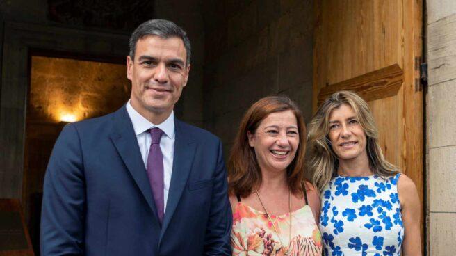 Pedro Sánchez, Francina Armengol y Begoña Gómez.