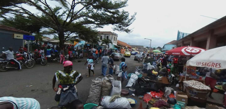 Uno de los mercados principales de Santo Tomé, capital del país africano.