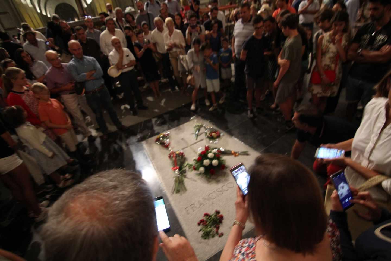 Tumba de Francisco Franco en la basílica del Valle de los Caídos.
