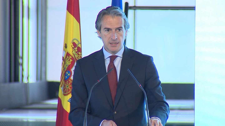El ex ministro Íñigo de la Serna da una rueda de prensa durante su etapa en Fomento.
