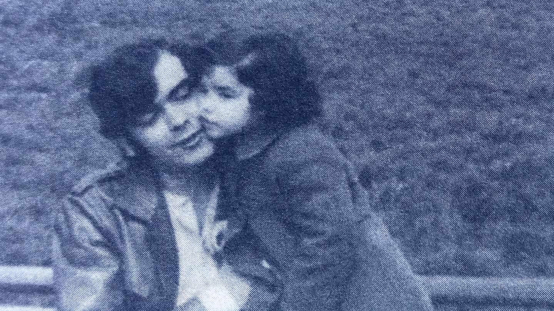 Marta Buesa, junto a su padre, Fernando Buesa, en la imagen que ilustra su relato en 'Memorias del Terrorismo en España'.