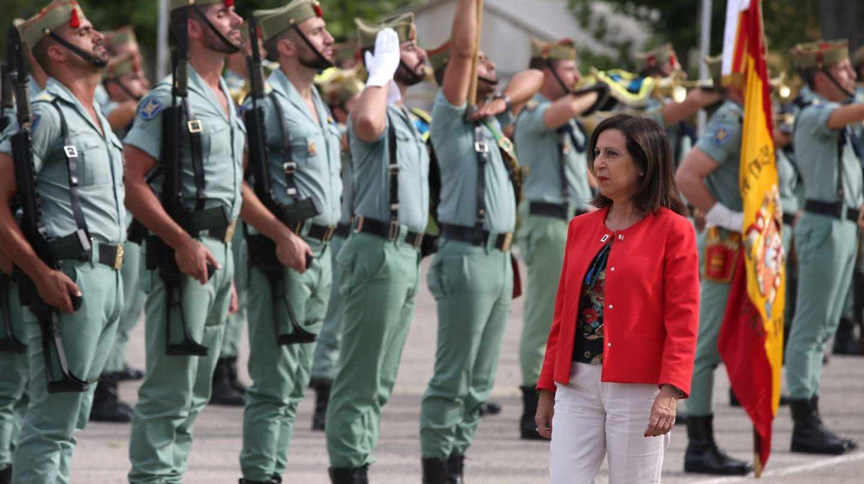 Margarita Robles pasa revista a la Legión en Ronda (Málaga).