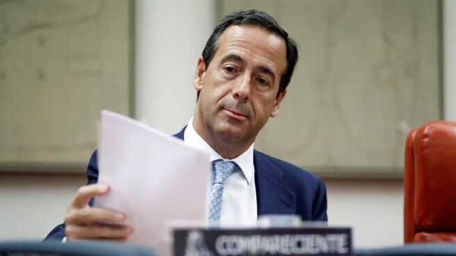 El consejero delegado de CaixaBank, Gonzalo Gortázar, durante su comparecencia hoy en la comisión del Congreso que investiga la crisis financiera y el rescate bancario.