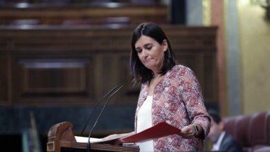 La ministra Carmen Montón dimite por las irregularidades de su máster
