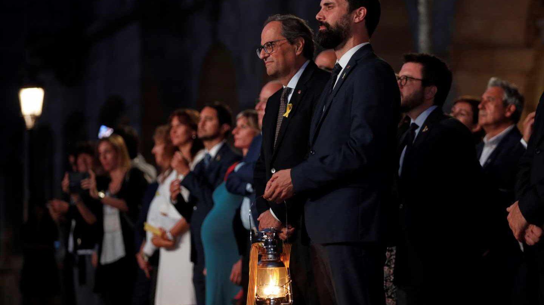 Diada: Torra y Torrent, con un farolillo con la Llama del Canigó.