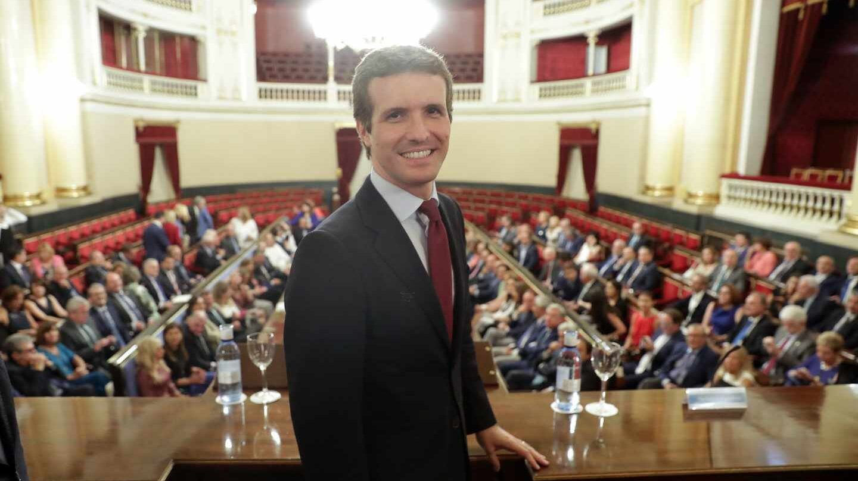 Casado antes de reunirse este martes con su Grupo en el Senado