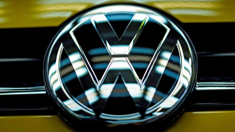 Bruselas investiga si Volkswagen, Daimler y BMW pactaron no competir en la reducción de emisiones.