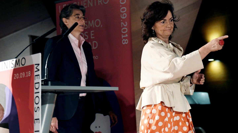 Carmen Calvo, seguida de Marta Higueras en un acto en Madrid.