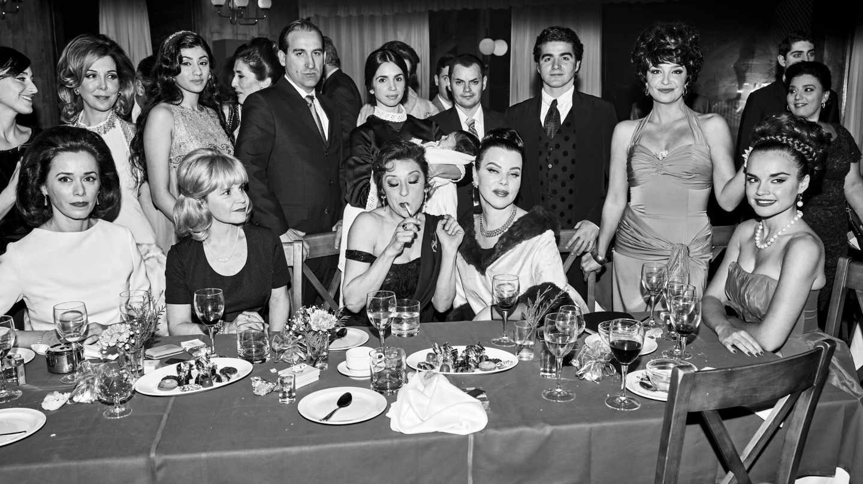Fotograma de 'Arde Madrid' con los personajes de Lola Flores, Ava Gadner y Carmen Sevilla entre otros.