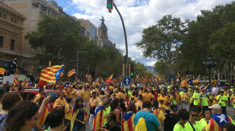 Manifestantes durante la Diada de 2017, en Barcelona.