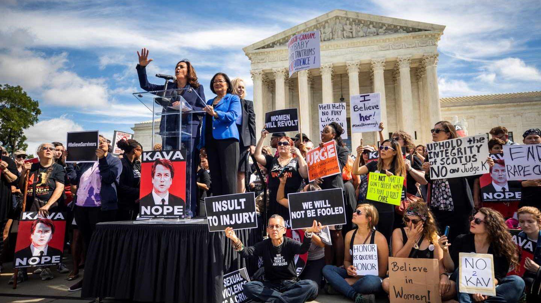 Kamala Harris, aspirante al Senado por Washington, encabeza una protesta ante el Supremo contra el juez Kavanaugh.