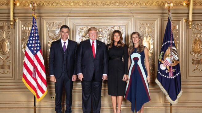 Foto oficial de Pedro Sánchez y Donald Trump con sus esposas en la ONU.