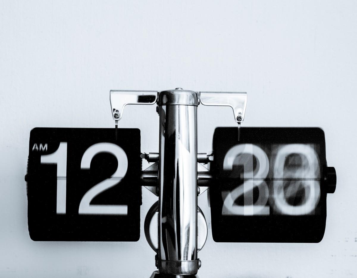 Cinco razones para seguir cambiando la hora.