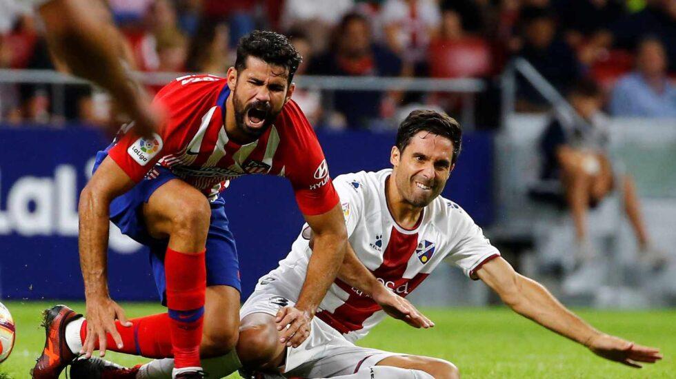 Un lance del partido de Liga entre el Atlético de Madrid y el Huesca.