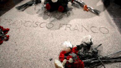 El juez Yusty cree que Sánchez cometería desobediencia si exhuma a Franco antes de que él archive el caso