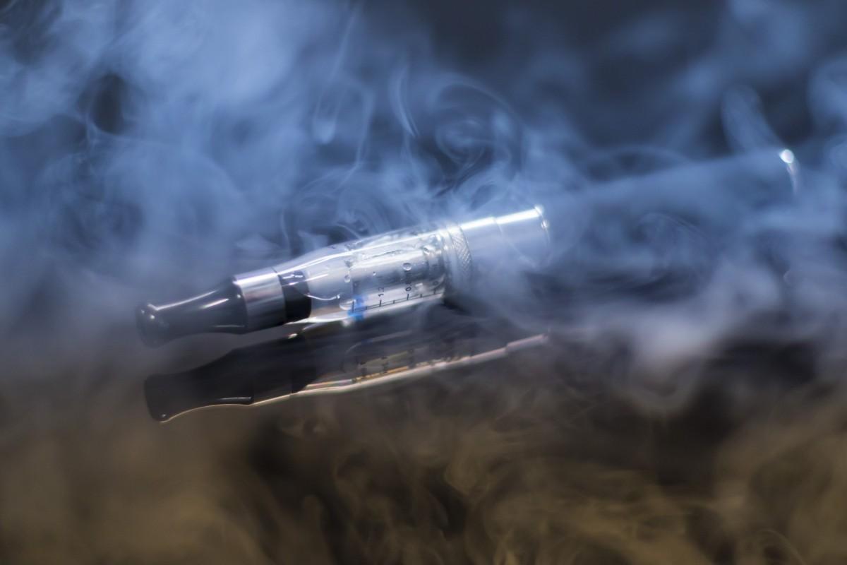 El sector del cigarrillo electrónico celebra su primer congreso en Barcelona para defender su uso contra el tabaquismo.