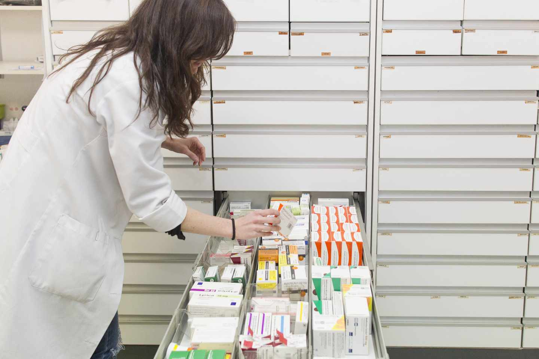 La farmacia asistencial enfrenta a enfermeros con farmacéuticos.La farmacia asistencial enfrenta a enfermeros con farmacéuticos.