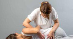Osteopatía, entre timadores y fisioterapeutas anda el juego