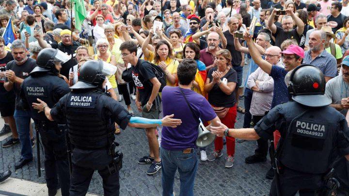 Choque de manifestaciones en Barcelona.