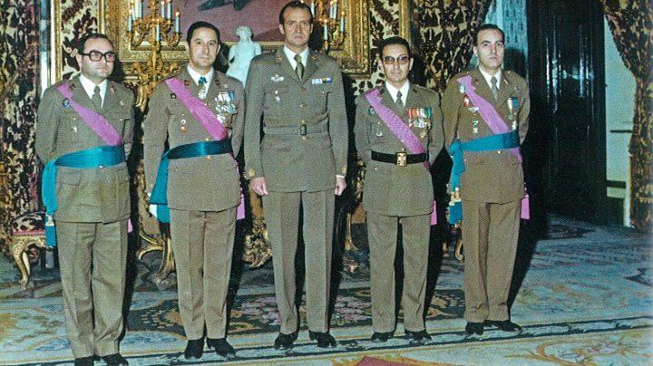 Audiencia ofrecida por Juan Carlos I el 8 de febrero de 1976 al grupo de trabajo que diseñó la 'Operación Lucero'. De izquierda a derecha, José González, Juan María de Peñaranda, el hoy rey emérito, Emilio Atienza y Juan Hernández.