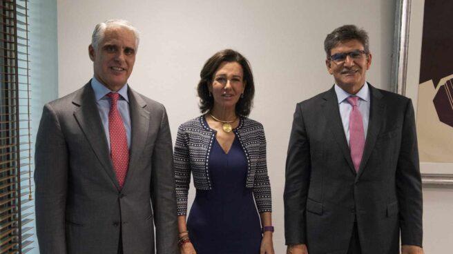 Andrea Orcel, nuevo consejero delegado de Santander, Ana Botín, presidenta del grupo y José Antonio Álvarez, nuevo presidente de Santander España y vicepresidente del grupo.