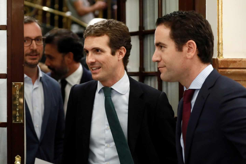 Javier Maroto, Pablo Casado y Teodoro García Egea, en el Congreso de los Diputados.
