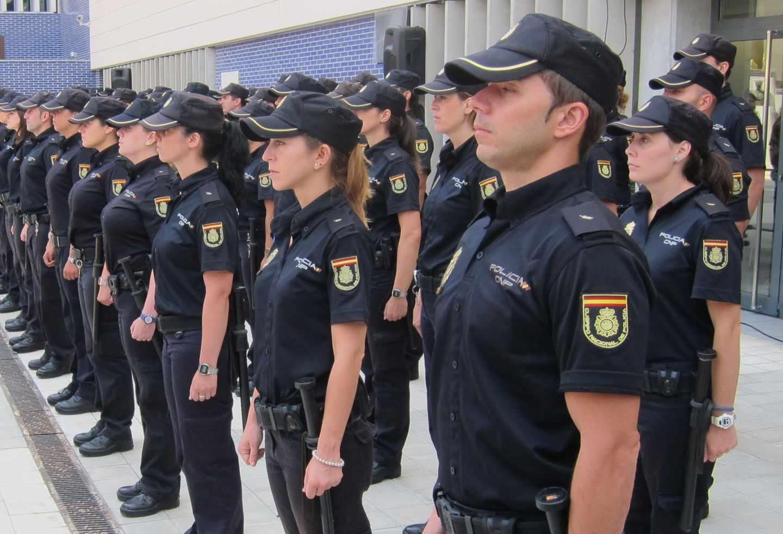Agentes de la Policía Nacional, en formación.