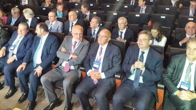 Los propietarios de Mercadona o Caixabank y el presidente de la CEOE junto a Ábalos y Puig en el acto.