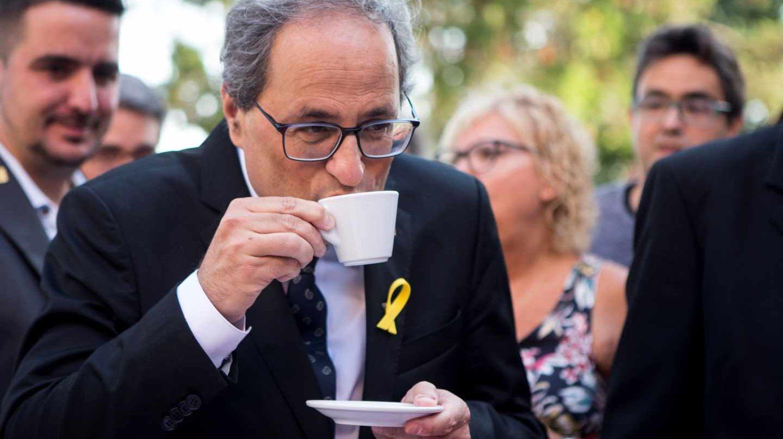 Quim Torra, bebiendo un café antes de la ofrenda floral de la Diada 2018.