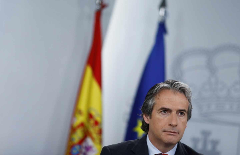De la Serna pide el 'paro' de los políticos: podrá cobrar 4.773 € al mes hasta 2020